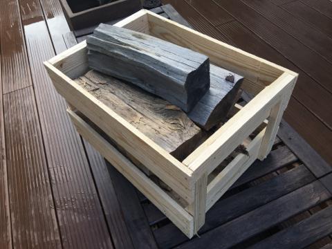 「木箱」に薪が入っている風景は、ストーブまわりのグレードが一段上がりますよ