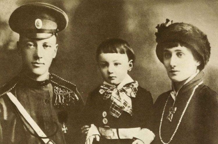 Николай Гумилев, сын Лев и Анна Ахматова