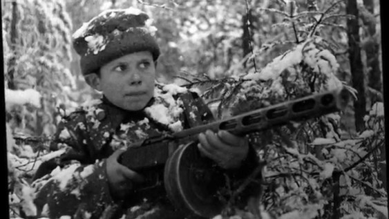 "кадр из фильма ""Сын полка"""