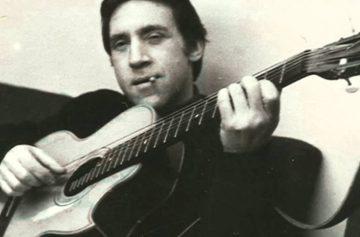 Владимир Высоцкий с гитарой