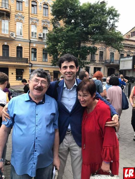 Борис Бурда с женой и сыном
