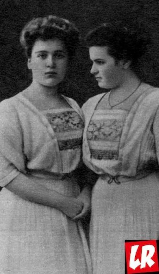 Вера Мухина с сестрой, Женские истории