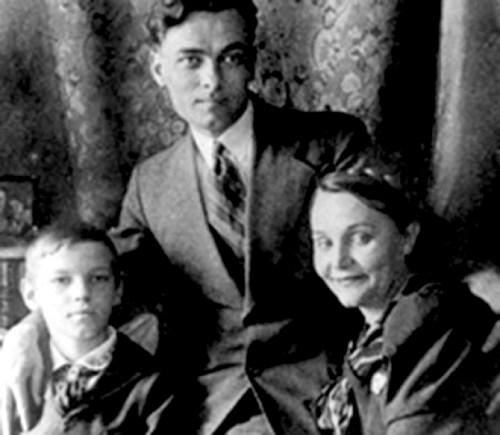 Наталья Ужвий с мужем Евгением Пономаренко и сыном