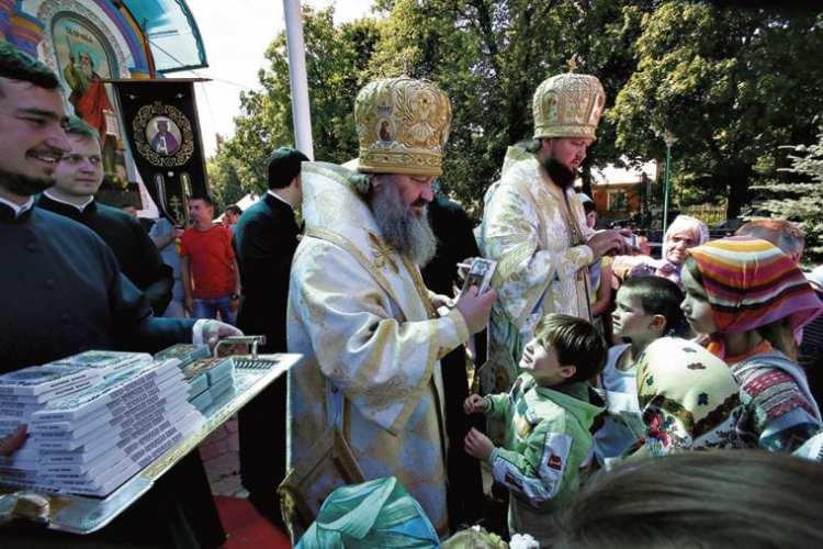 владыка Павел, Киево-Печерская лавра, дети, праздник, православие, УПЦ, ПЦУ, томос