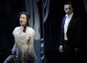 'phantom-of-the-opera'-at-25-offers-a-special-show