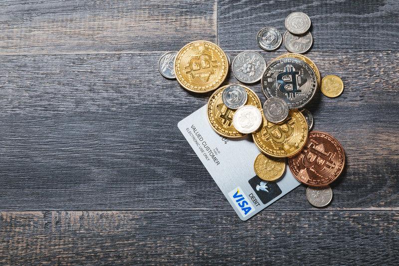 仮想通貨とクレジットカード フリー素材ぱくたそ(pakutaso.com)
