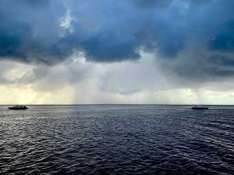 sezon deszczowy na Malediwach, ciemne deszczowe chumry na horyzoncie