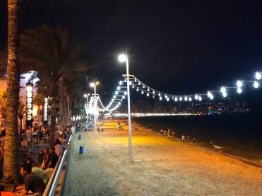 El Hotel Centro Mar, es un hotel ideal para pasar unas vacaciones con tu pareja en el casco antiguo de Benidorm, una zona diferente, donde podréis tomar tranquilamente una copita con vistas a ambas playas