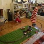 Tågkörning och källarröjning