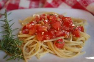 pasta with fresh tomato