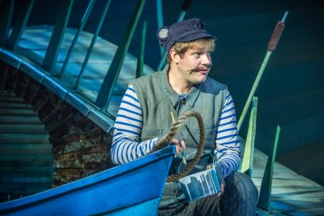 thomas-howes-at-ratty-in-the-wind-in-the-willows-photo-by-marc-brenner-copyright-jamie-hendry-productions-jpg
