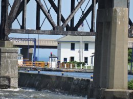 train trestle lock Oswego color