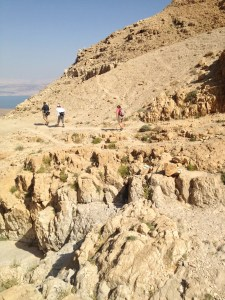Climbing down Qumran - The green arrows were the markers for that path.