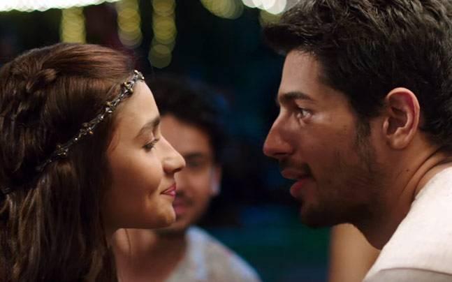 Alia Bhatt, Sidharth Malhotra - pucker up