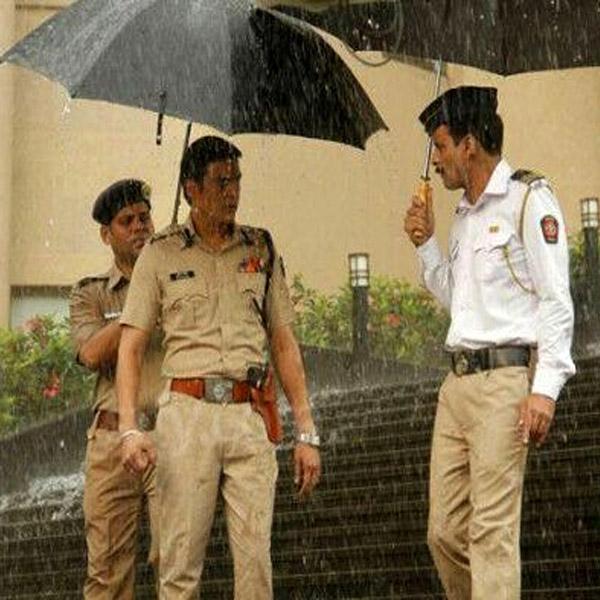 Jimmy Shergill, Manoj Bajpai - traffic check, rain check