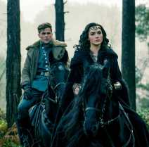 Chris Pine, Gal Gadot - no time to horse around