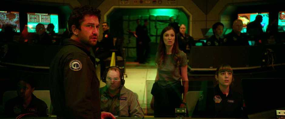 Gerard Butler and Alexandra Maria Lara wait for the story to pick up.