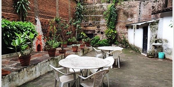 Quaint and Calm Labboos Cafe, Maheshwar