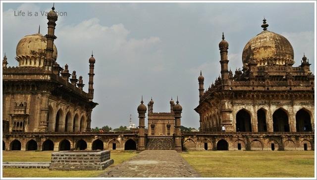 Bijapur Sightseeing One Day-Ibrahim Rouza