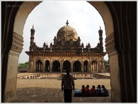 Bijapur Sightseeing One Day-Ibrahim Rouza
