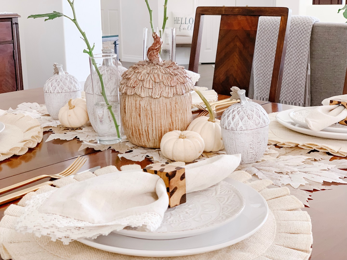 A Natural and Chic Fall/Thanksgiving Table