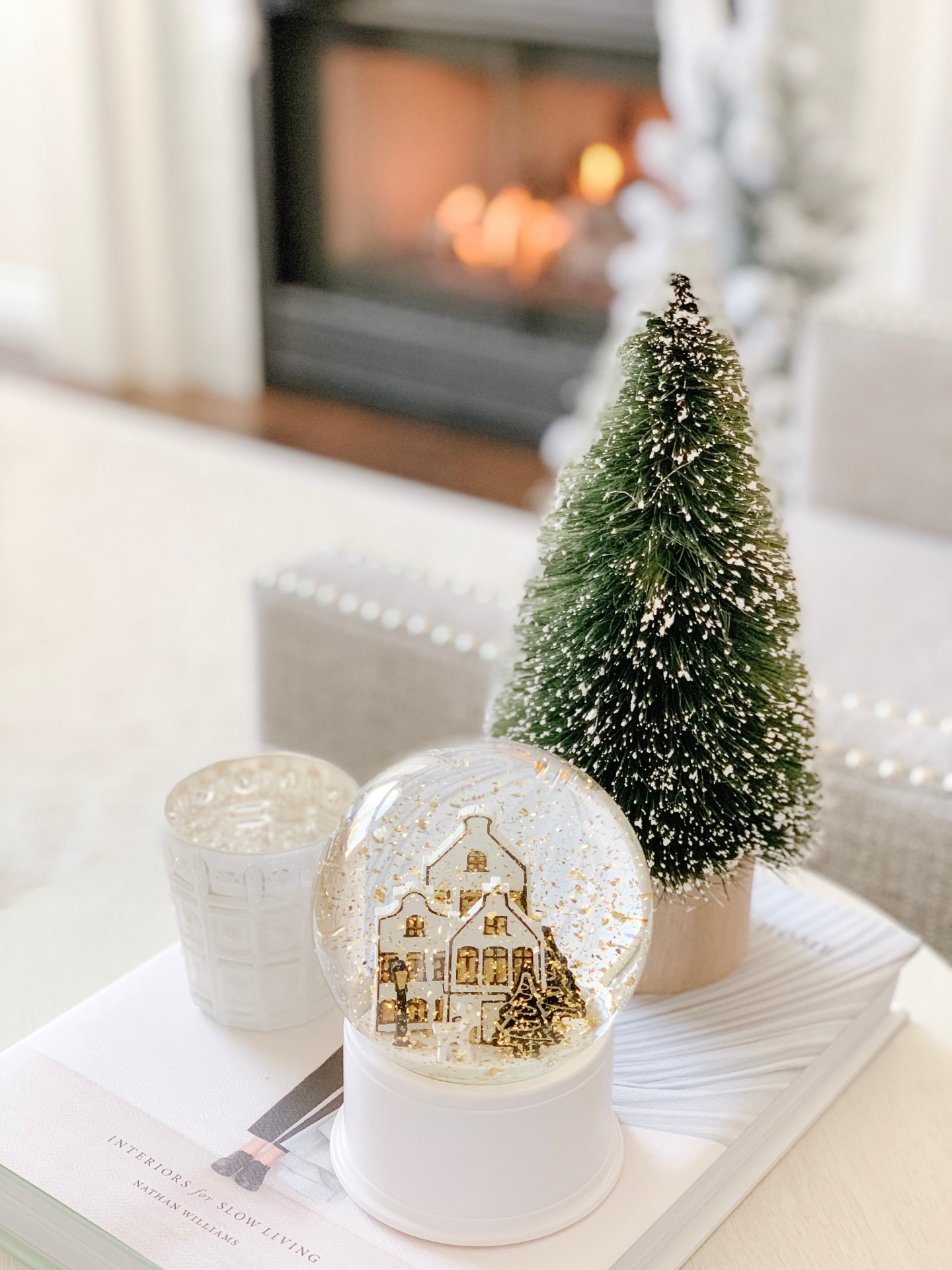 Black and gold Christmas snowglobe