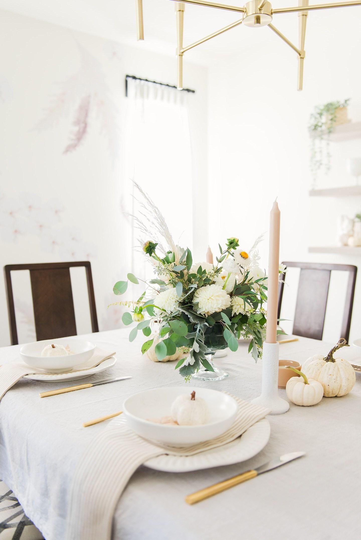 Simply Elegant Thanksgiving Table Setting