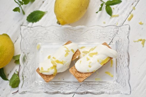 Mini-Mandelkuchen mit Zitronentopping von Emira und Tanja von Ihana http://ihana.eu/zitronen-mandelkuchen/