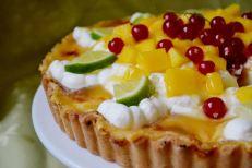 Zitronen-Mango-Tarte von Julia von Jules Backstube http://julesbackstube.blogspot.de/2014/06/sommer-grue.html