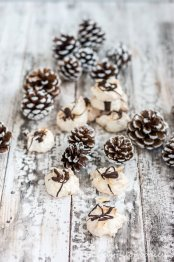 Kokosmakronen – mit Schokolade und Mandelblättchen