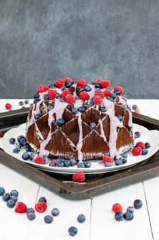 Chocolate Cake mit Blueberry Swirl