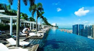 Der weltberühmte Infinity Pool des Marina Bay Sands