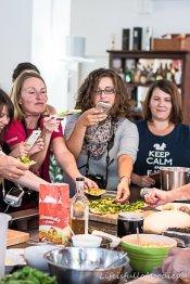 Die Blogger reißen sich um die Köstlichkeiten. Aber nicht zum Essen, sondern zum Fotografieren! ;-)