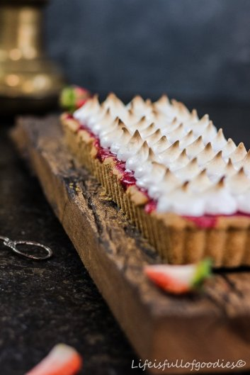 Erdbeer-Käsekuchen-Tarte mit Baiser