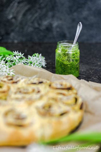 Pesto-Parmesan-Schnecken