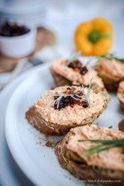 Paprika Käsecreme mit karamellisierten Schalotten