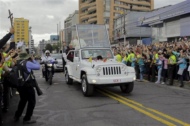 pope-mobile-jeep-fca