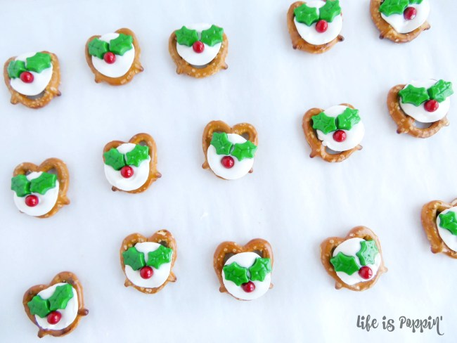 easy-holly-pretzel-bites-decorations-done