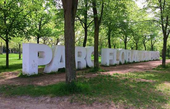 Large letters spelling the Parc Floral de Vincennes