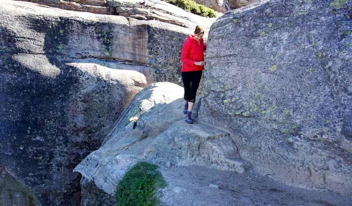 Michelle walking on thin edge away from the kjeragbolten