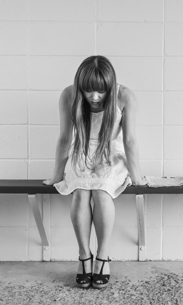 worried-girl-413690_1920