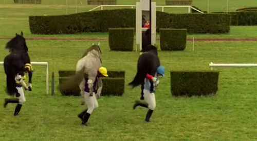 Vittel Water advertisement: Jockeys carrying horses on their backs for race come to finish line