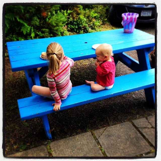 Who needs a kitchen table, the girls loved dining alfresco