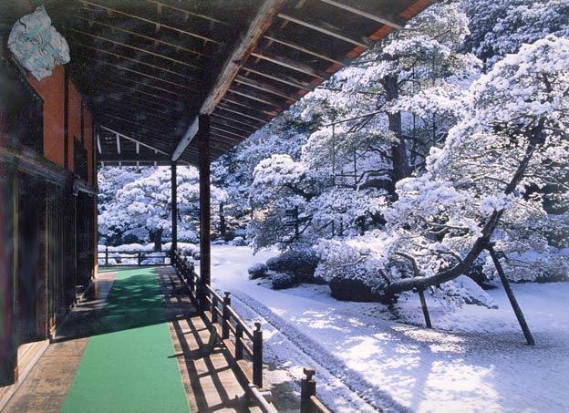 Киото ботанический сад японский сад пагода снег зима