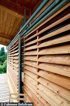 деревянные жалюзи на окнах экодом во франции из дерева