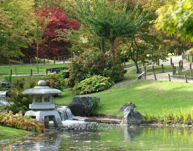 японский сад озеро фонарь бельгия хасселт
