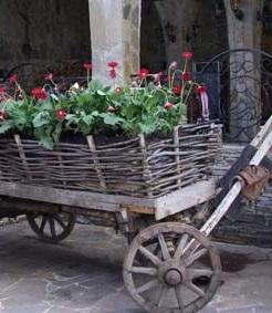 Клумба - телега