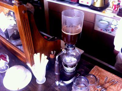 高田公園に最も近い?カフェ「オルゴール」のサイフォンで煎るコーヒー