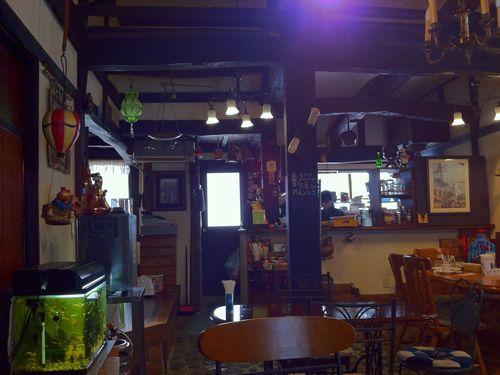 上越の古民家カフェ「喫茶去」の店内