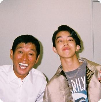 yoshi 両親 父親 デザイナー 母親
